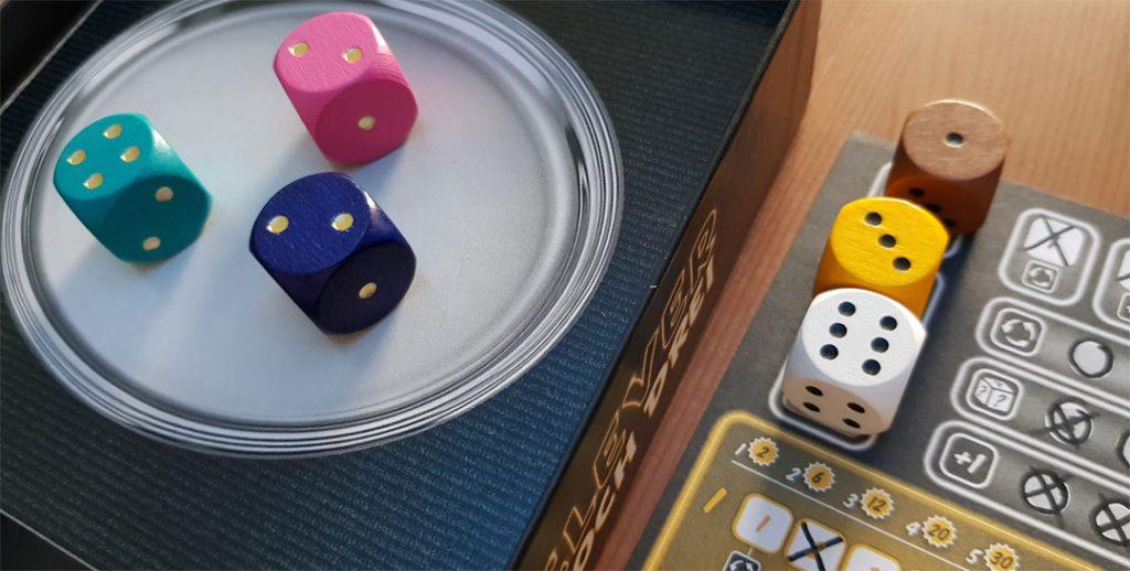 Clever hoch Drei Spielmaterial